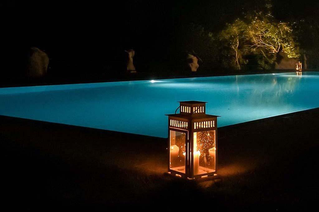 giardino piscina holiday prato verde
